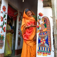1_Madhubani_woman_doorway_with_mural